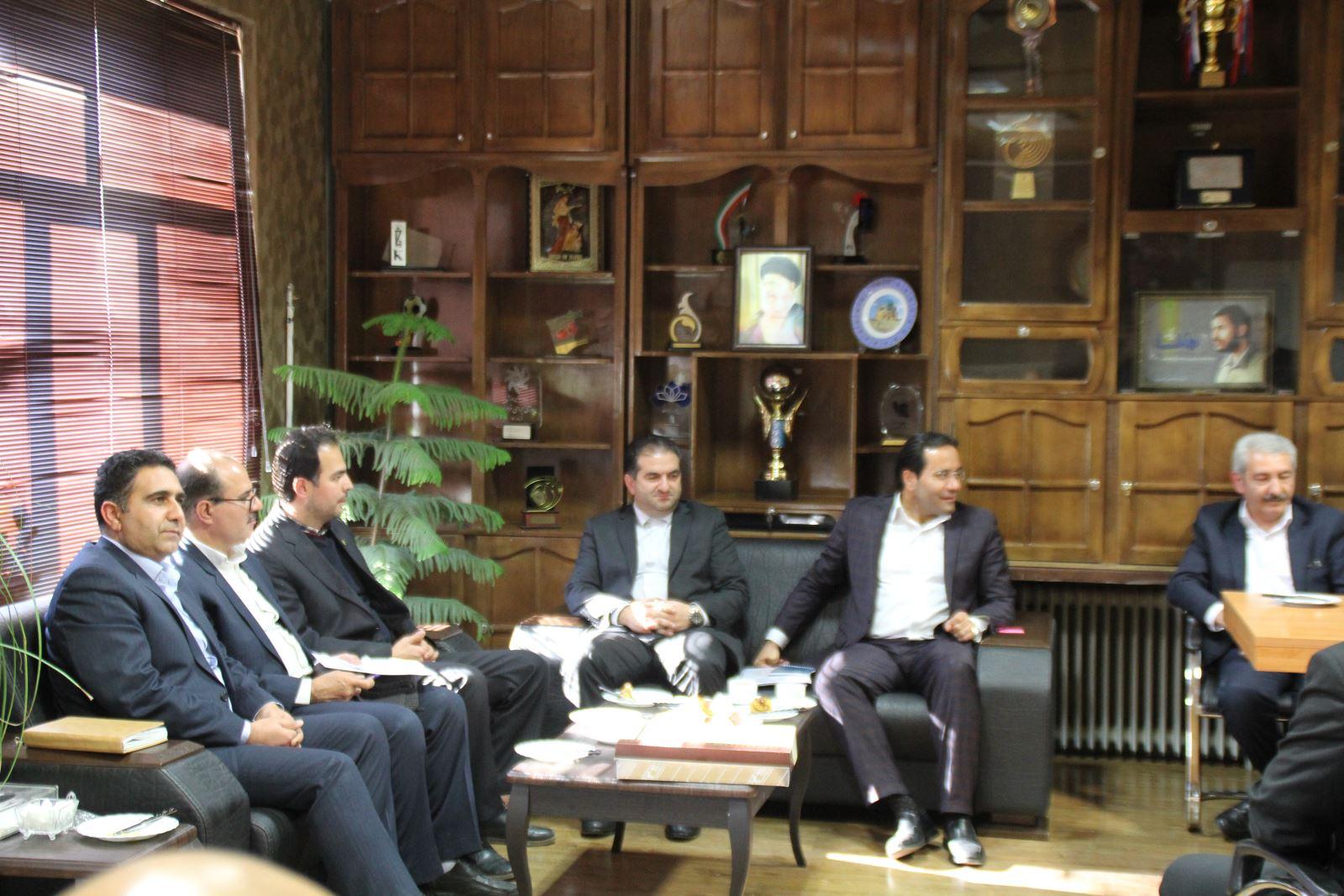 نشست مشترک هیأت رئیسه و مدیران سازمان با رئیس سازمان صنعت، معدن و تجارت