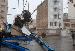 ریزش اسکلت های فلزی ساختمان ها در پی توفان اخیر در شهر مشهد